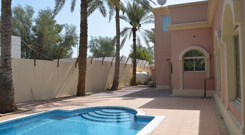 4BR villa with private pool for rent in Saar  (24)