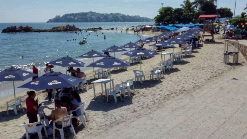 Pese al Covid-19, playas de México se llenan por puente vacacional
