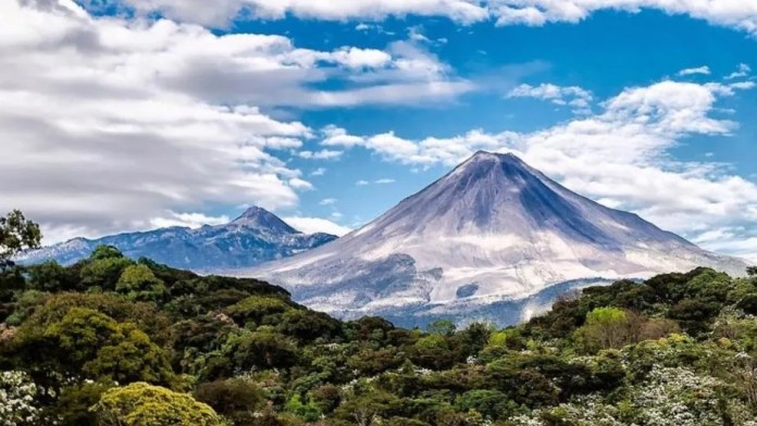 5 interesting facts about the imposing Colima Volcano