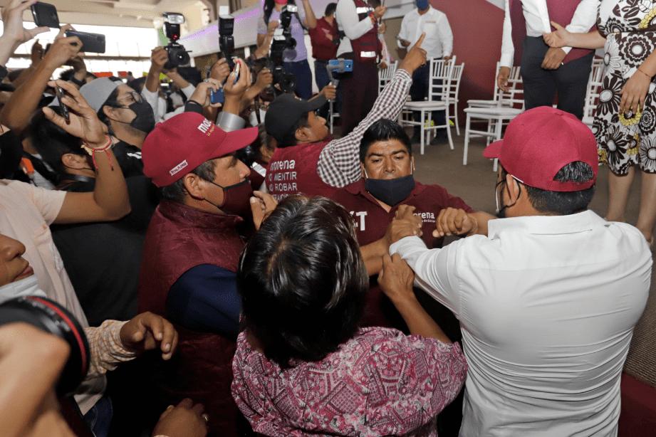 pelea entre morenistas – El Heraldo de Puebla