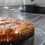 Kuchen auf dem Kuchenteller Hausfrauenmethode