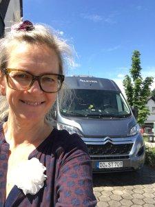 Sylvia in Dortmund vor dem Clever Van