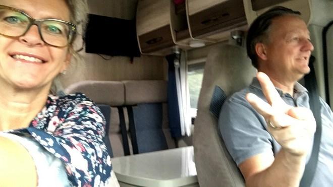 Sylvia und Sven fahren im Wohnmobil