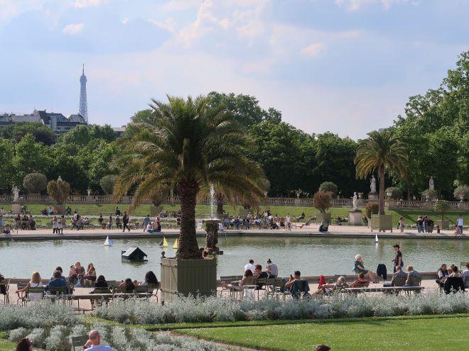 Jardin du Luxembourg mit Eiffelturm