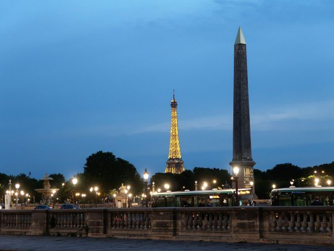 Eiffelturm und Monolith