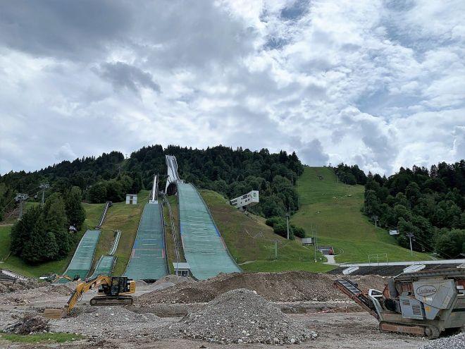 Schanze und Slalomabfahrt