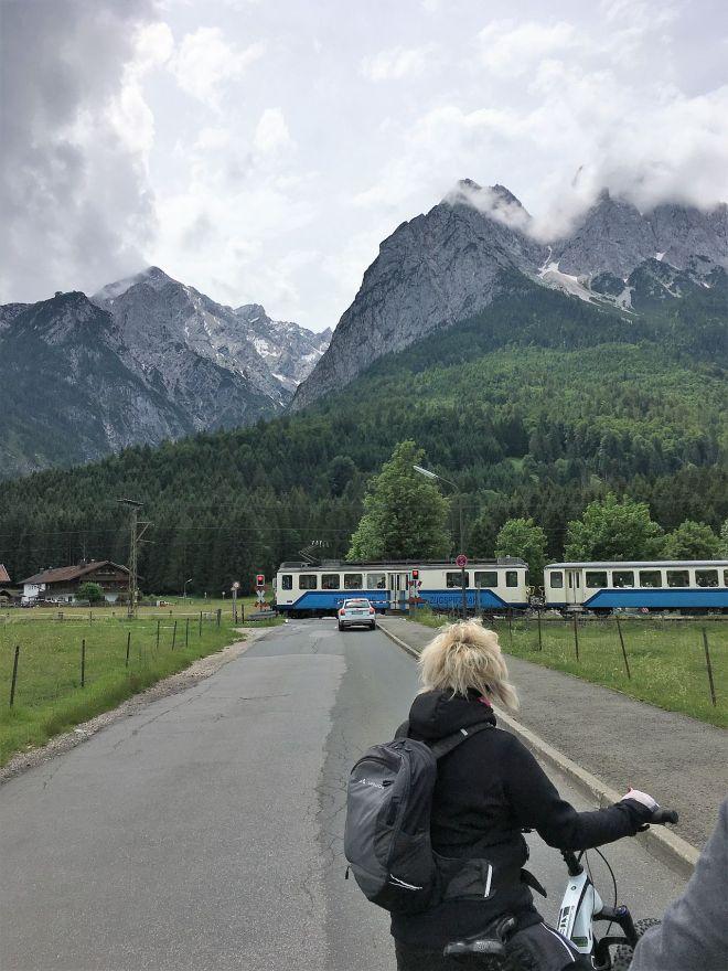 Zahnradbahn an der Schranke