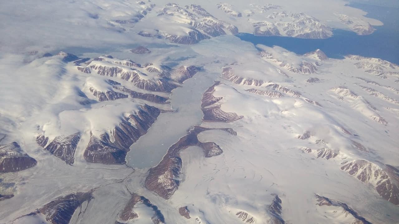 Gletsjers vanuit het vliegtuig ten noorden van Canada