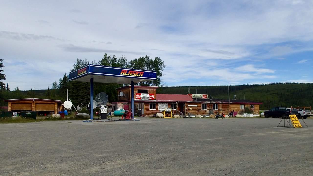 'Meyers lake roadhouse' waar ik gratis in een oude cabine mocht slapen. Omdat fietsers 'anders' zijn.