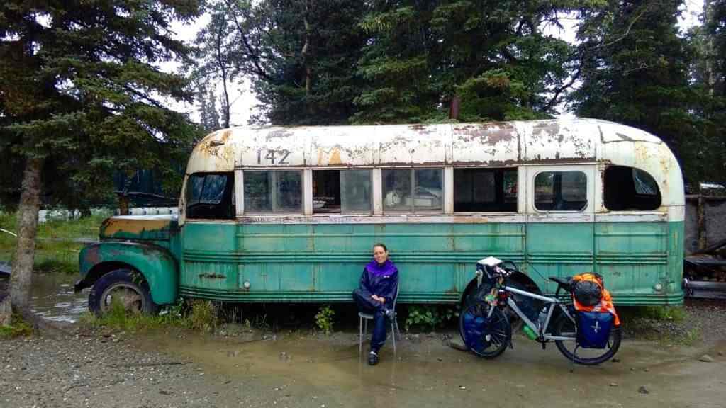 Bij de replica van de Magic Bus in Healy
