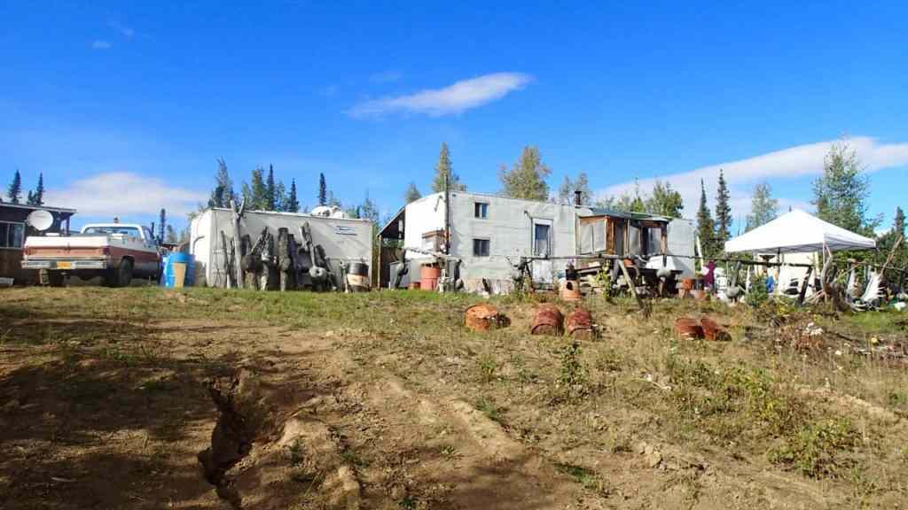 De keuken en het terras van het kamp