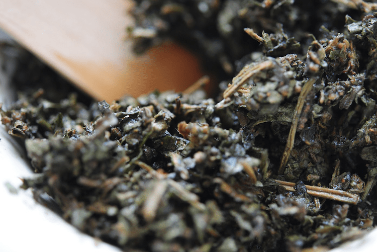 Using Dried and Fresh Herbs in Topical Applications