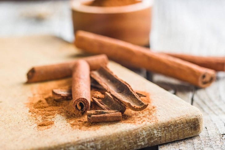Cinnamon sticks and milled cinnamon spice