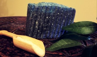 Himalayan-charcoal bar: a charcoal containing, detoxifying soap which is great for inflamed and acneic skin