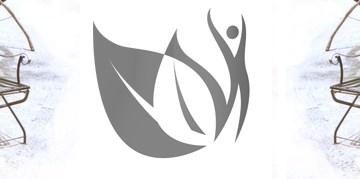 Das Icon von Herbst-Zeitlos e.V. und vier Stühle im Sand