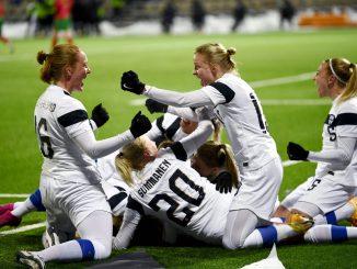 Finland-women-celebrate-vs-portugal