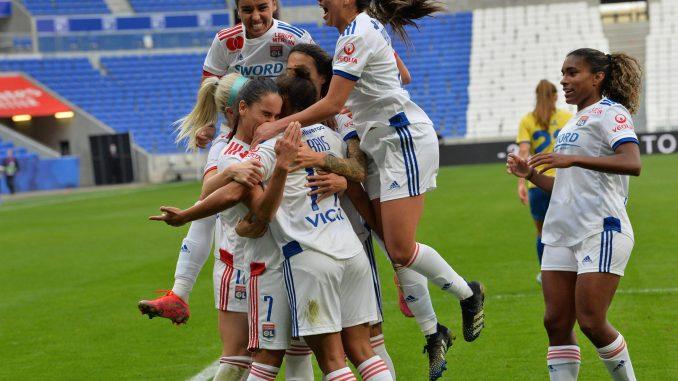 lyon-women-celebrate-champions-league