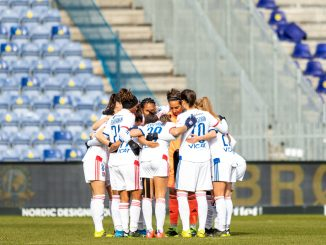 lyon-women-huddle