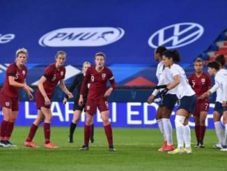 England prepare to attack a corner-kick.