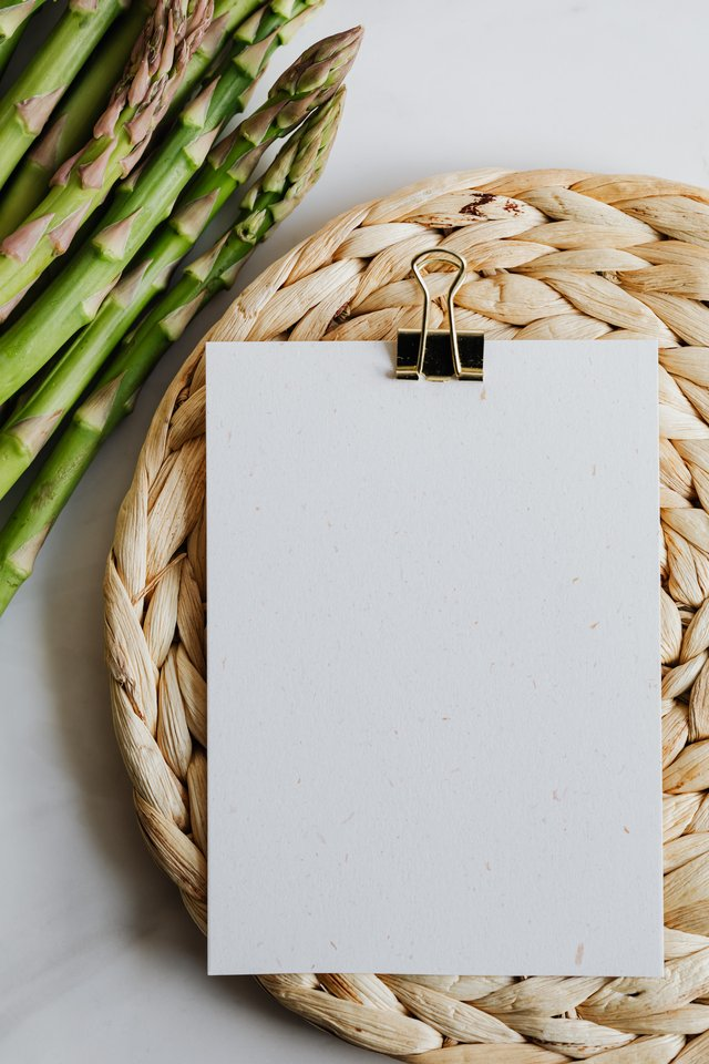 asparagus-and-blank-paper-on-a-mat-4032977 (3).jpg