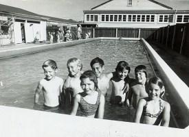 Waterloo School swimming pool, 1976 (http://bit.ly/2AWGPhU)