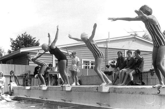 Races between Chilton St. James (in stripes) and Hutt Valley High School (in black) held at Chilton St. James School, c1967 (http://bit.ly/2kJNrJt)