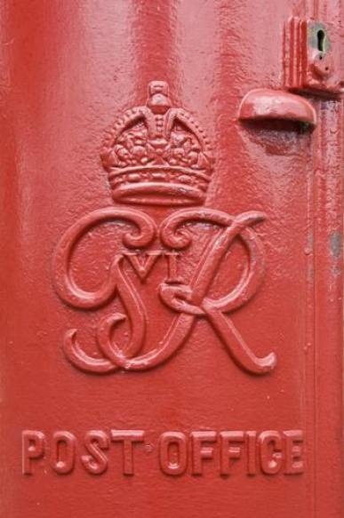A close up of the 'GR VI' insignia on a pillar box, which dates the box from 1936 to 1947.