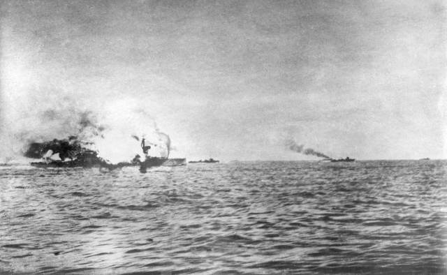 hms-invincible-blowing-up-at-jutland-c-nmrn-1984-640-9-8-4