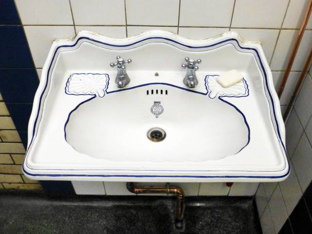 Hull, Nelson St PC, secondary hand sink