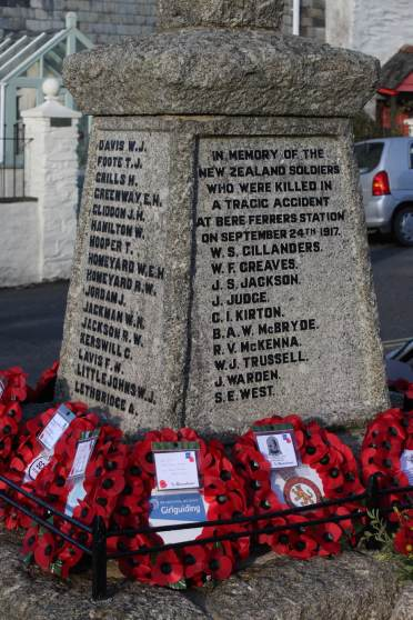 Bere Ferrers memorial (inscription detail) reads 'In memory of the New Zealand soldiers who were killed in a tragic accident at Bere Derrers Station on September 24th 1917'. A list of names follow.