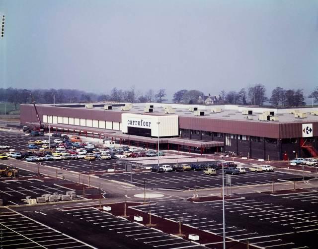 Carrefour building and car park