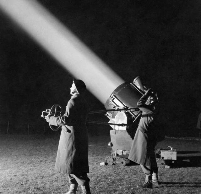ATS crew in charge of an anti-aircraft searchlight used to spot enemy bombers, 28 February 1944.
