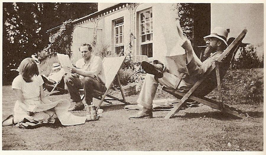 Outside Ham Spray House with Dora Carrington, her spouse Ralph Partridge and writer Lytton Strachey.