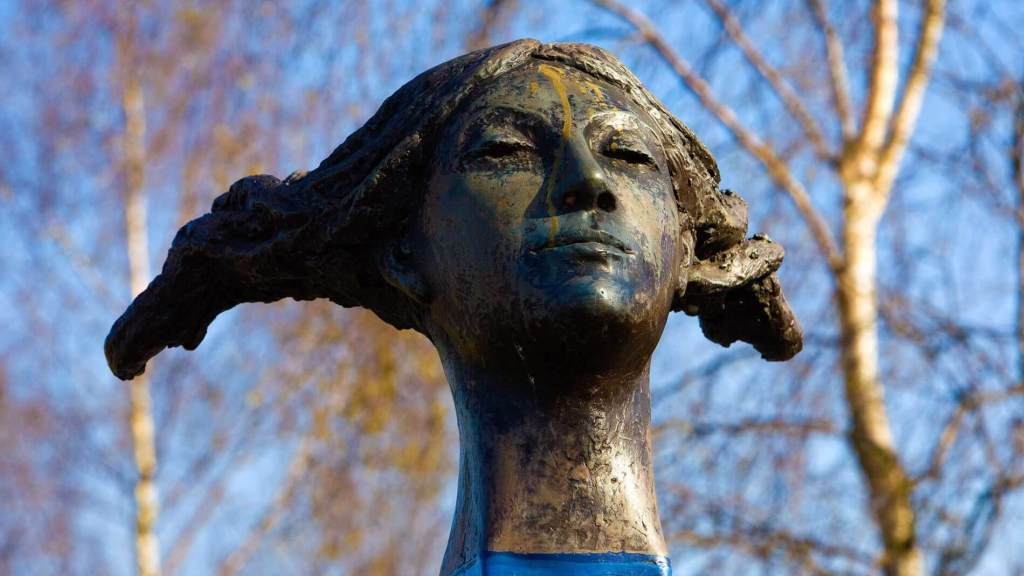 A bronze sculpture depicting the head of a Saxon woman.