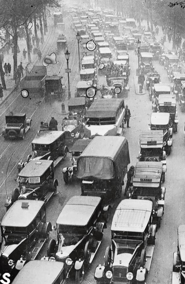 Traffic jam in embankment, London