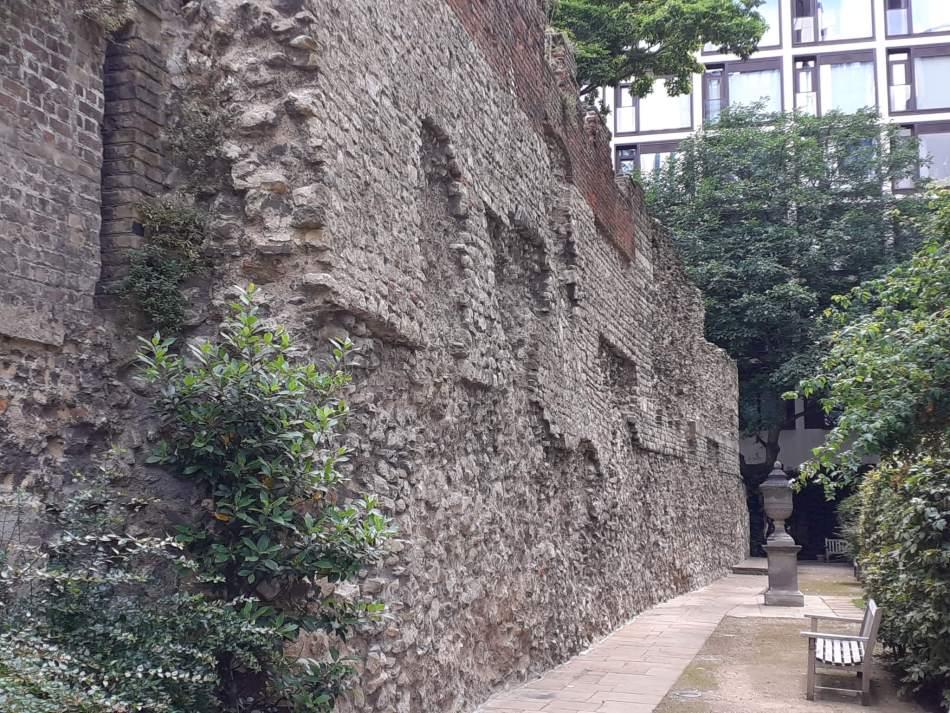 A tall roman wall