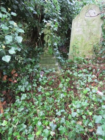 Grace Jones grave before restoration © Stan Kaye.