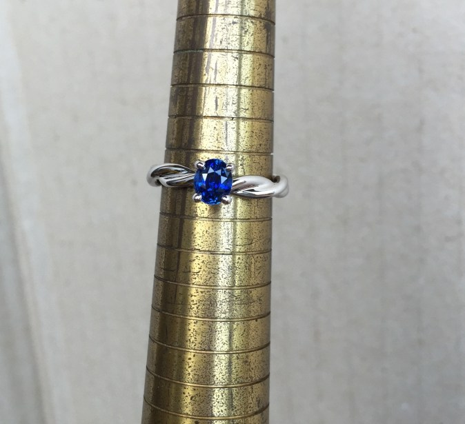 Unheat Royal Blue Sapphire Intertwining Style