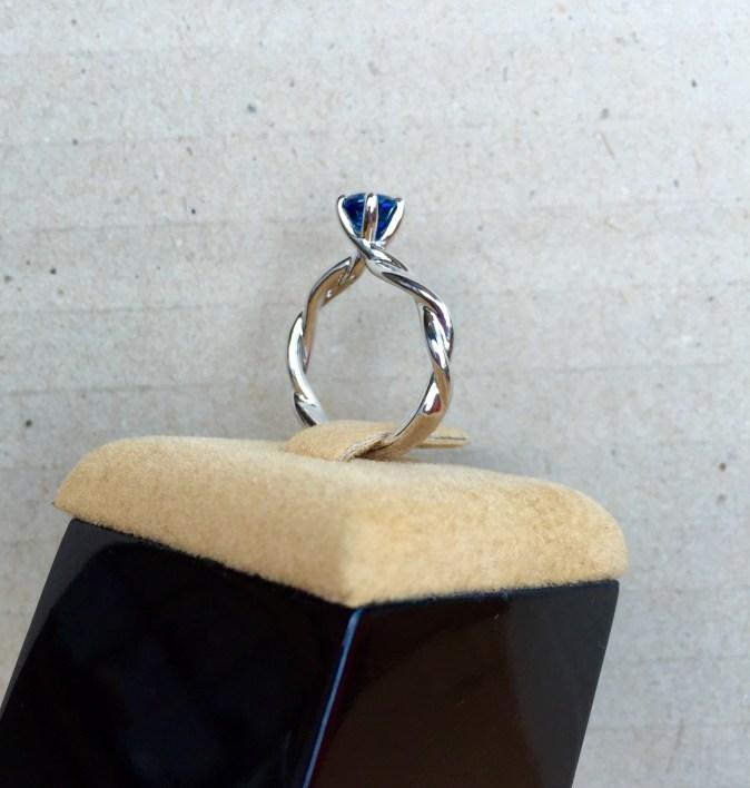 Unheat Royal Blue Sapphire Romantic Vine Style