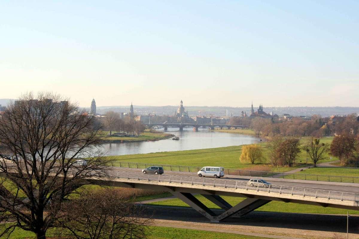 Dresdner Elbtal mit Blick auf die Altstadt (Autor & Copyright: Stefan Simon)