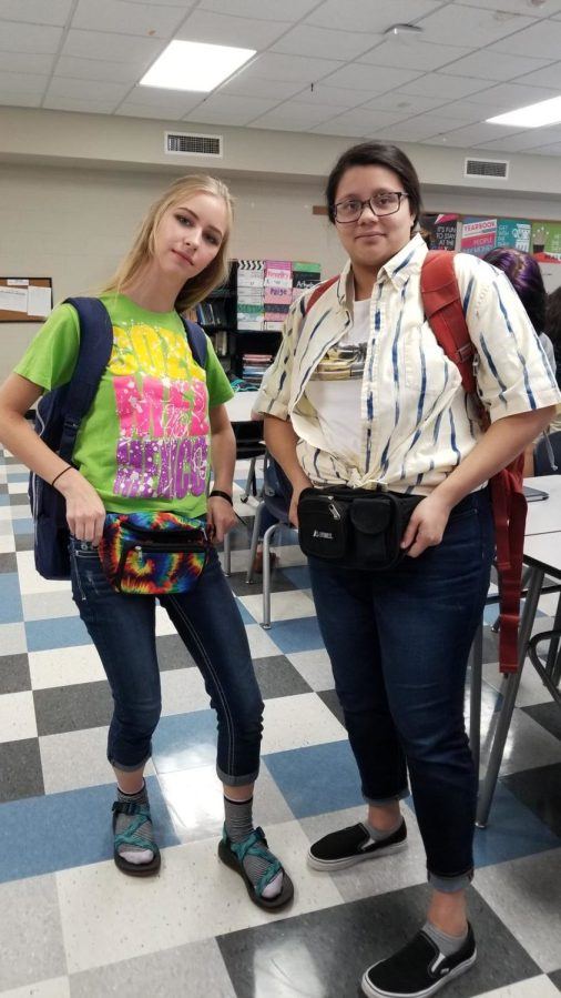 Kallina+Sims+and+Pricilla+Perez%2C+seniors%2C+dressed+up+for+Tacky+Tourist+Tuesday+on+September+26th%2C+2017.