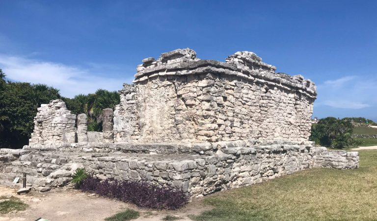 The Adventurers Guide to 1 Week in Tulum -  Discover Mayan ruines in Tulum, where to eat, where to stay, and adventures such as Scuba diving, snorkeling, kayaking and more! Quintana Roo Mexico #mexico #travel #mexicopacking #wheretostay #hiddengem #vacation #travelguide #adventure #traveltips #northamerica #traveldestinations  #bestbeach #cenote #adventure #tulumruins