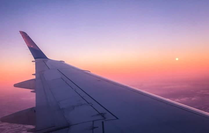 Plane window at sunset The adventure guide to Big Sky Montana in the winter. | herlifeadventures.blog | #traveldestinations #travelideas #northamericatravel #traveltips #usdestinations #travelhacks #travelguide #adventuretravel