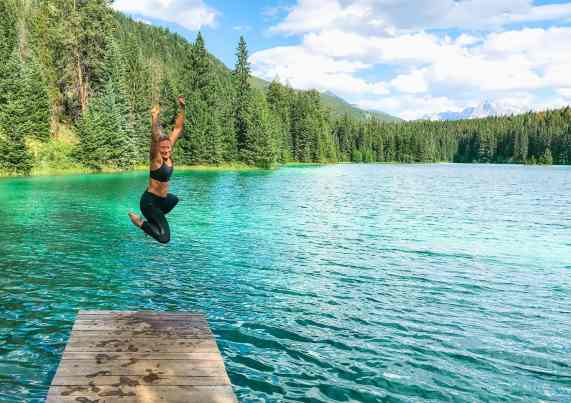 2nd lake in Jasper National Park, Alberta Canada and more incredible photos to inspire your Canada National Park Adventure. Covering Jasper + Banff + Yoho | HerLifeAdventures.Blog | #traveldestinations #travelideas #northamericatravel #traveltips  #travelhacks #travelguide #adventuretravel #roadtrip #nationalpark #nationalparkroadtrip #alberta #canada #britishcolombia