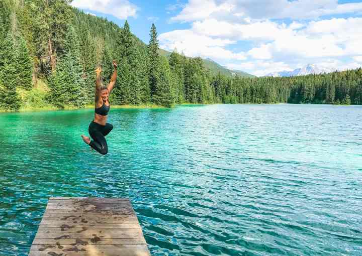 2nd lake in Jasper National Park, Alberta Canada and more incredible photos to inspire your Canada National Park Adventure. Covering Jasper + Banff + Yoho | #traveldestinations #travelideas #northamericatravel #traveltips  #travelhacks #travelguide #adventuretravel #roadtrip #nationalpark #nationalparkroadtrip #alberta #canada #britishcolombia