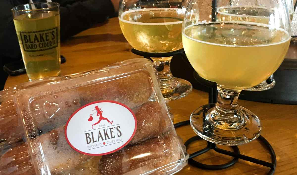 The best cider mills in Michigan; find out what they are, and why you must go when you visit Michigan.   HerLifeAdventures   #cidermill #cidermilldonuts #michigan #falltreats #applecider #homemadedonuts #applepicking #falldesserts #cidermilldoughnuts #falltravel #traveldestinations #whatisacidermill
