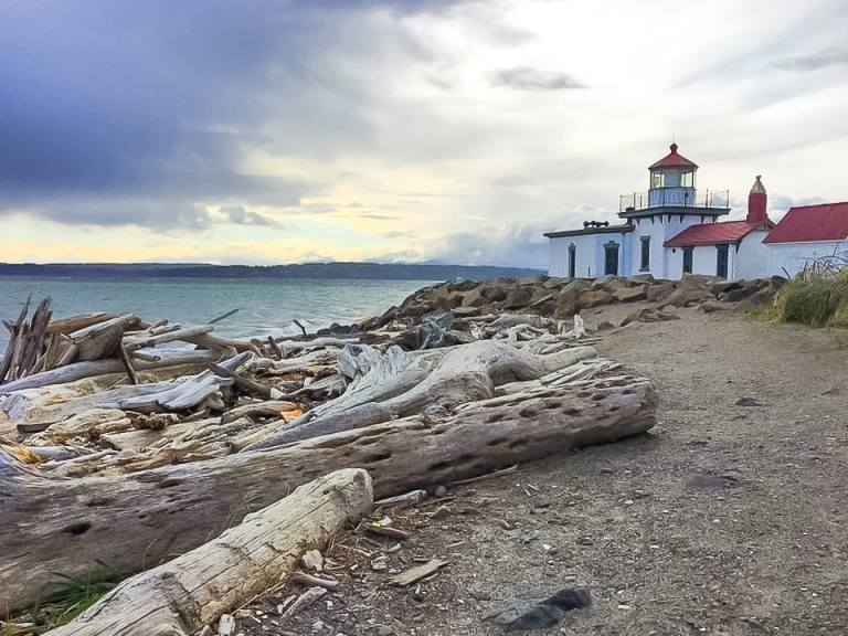 The Perfect Weekend Guide to Seattle- Everything you need to know for food, entertainment, accommodations + local favorites | Her Life Adventures | #seattle #weekend #guide #wheretoeat #wheretostay #whattodo #itinerary #washington #westpoint #lighthouse