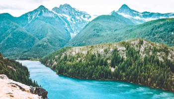 Best Hikes in North Cascades National Park | easy hikes like Blue Lake, Rainy Lake, and Thunder Knob. Private hikes Hidden Lake and the Cutthroat Lake Trail. #hikingtrails #hiking #northcascades #nationalpark #northamerica #travelideas #traveldestinations #thingstodo