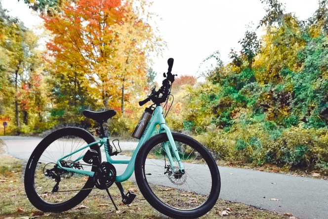 6 Best bike trails for adventures around the Great Lakes in Michigan, Chicago, New York with bike trail maps + things to do along the way.