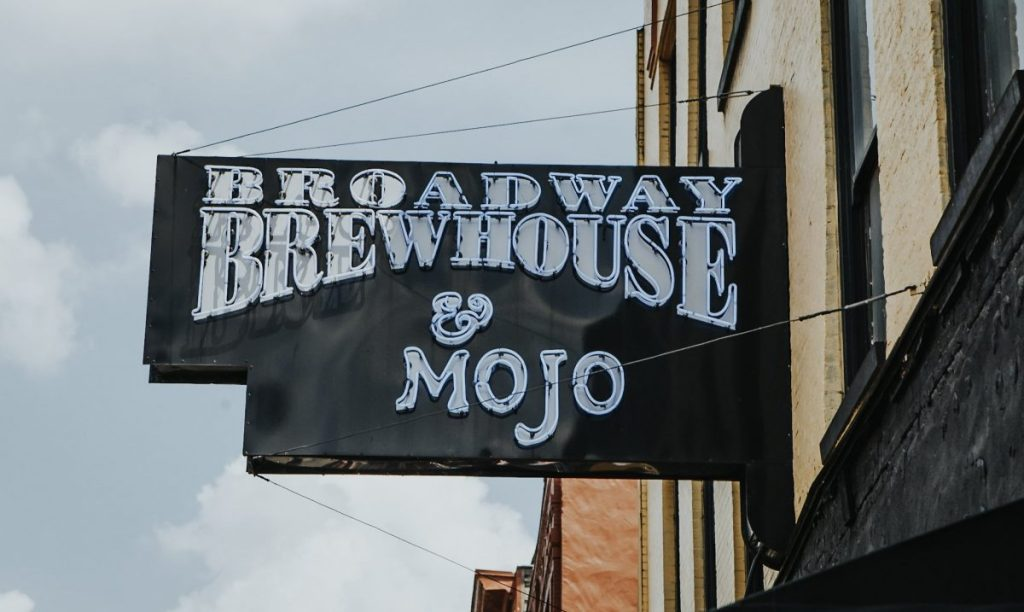 Broadway Brewhouse & Mojo | The Ultimate Guide to Nashville's Lower Broadway | Her Life in Ruins